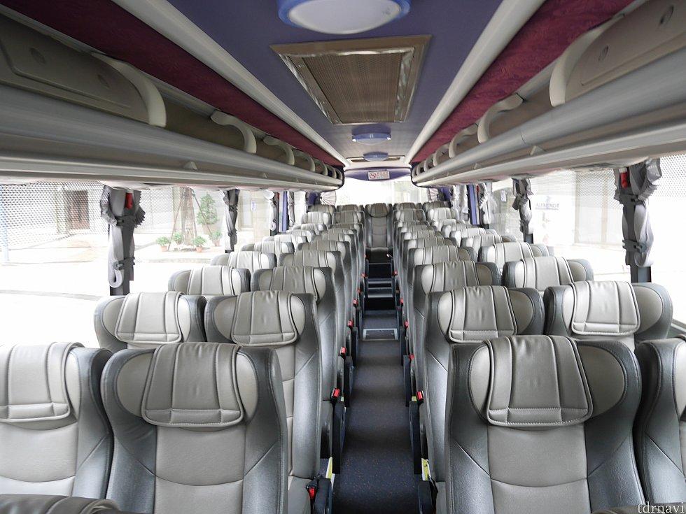 【シャトルバス】大きなバスでした!乗るときは前に1組しかいませんでしたが、最終的に20人以上乗ってました。