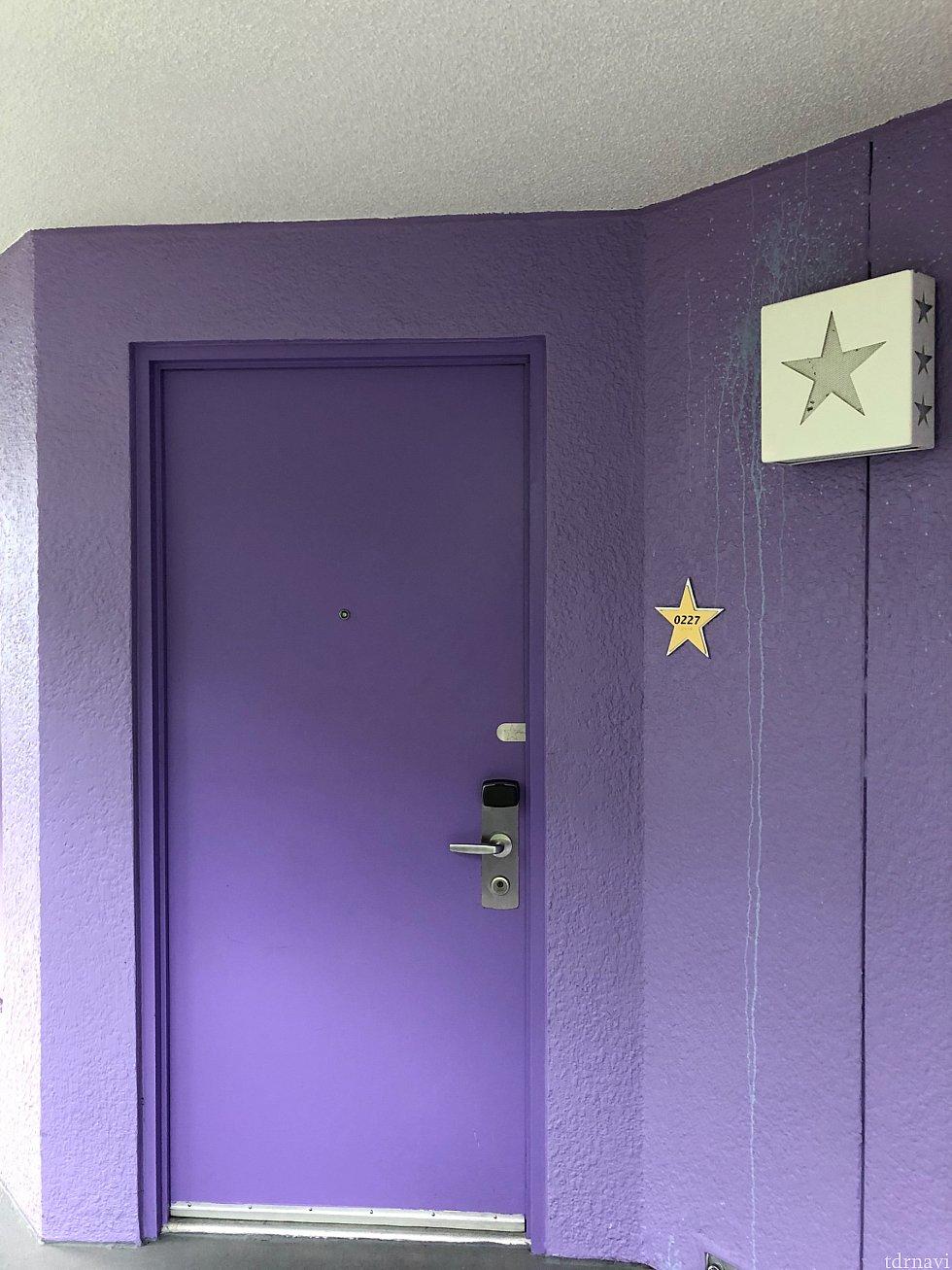 部屋のドアです。 オートロックですので、マジックバンドは忘れずに。