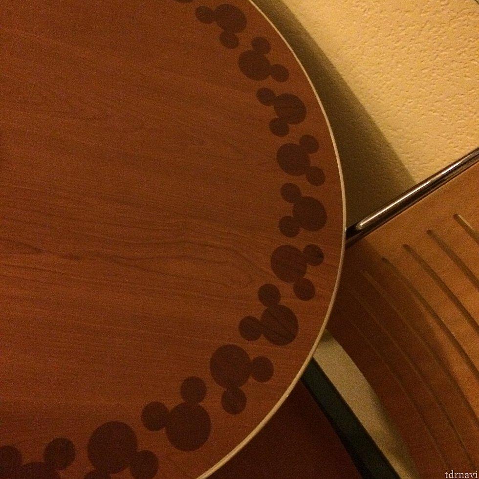テーブルにもミッキー