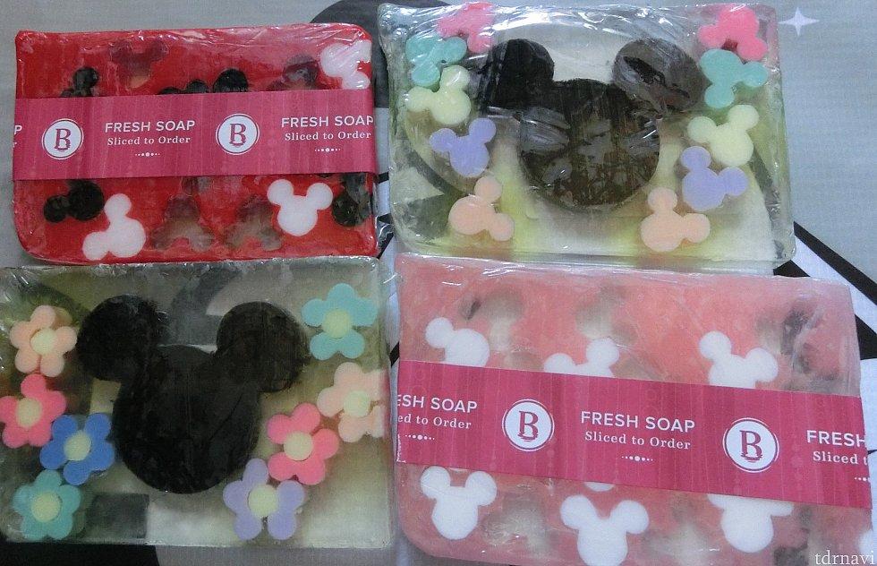 ベイシンではミッキーシェイプ型の植物由来スライス石鹸が購入できます。 ミッキーシェイプだけで20種類近く販売されていました。価格は1.9オンスで2.7💲です。裏面に価格が記載されていましたが、5.5💲~8.9💲とバラつきがあります。デザインごとに異なる香り(商品の前に配合成分が記入されています)です。石鹸の他にバスボムやバスソルトも販売していますが、ディズニー感はありません。