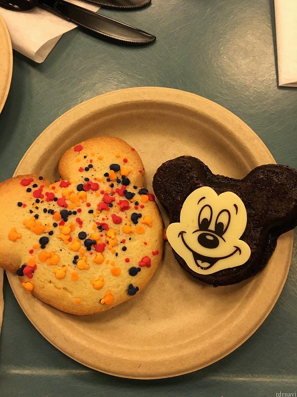 ミッキー型のクッキーとガトーショコラ