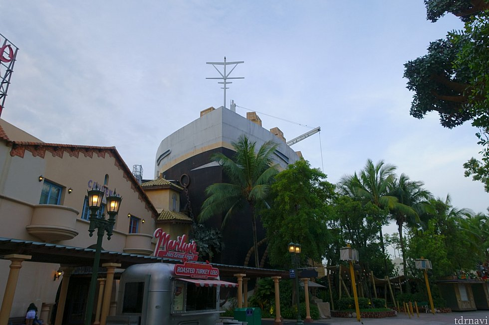 船はアトラクションに近づいてしまうと大きすぎてよく見えないです…最初は存在に気づきませんでした。