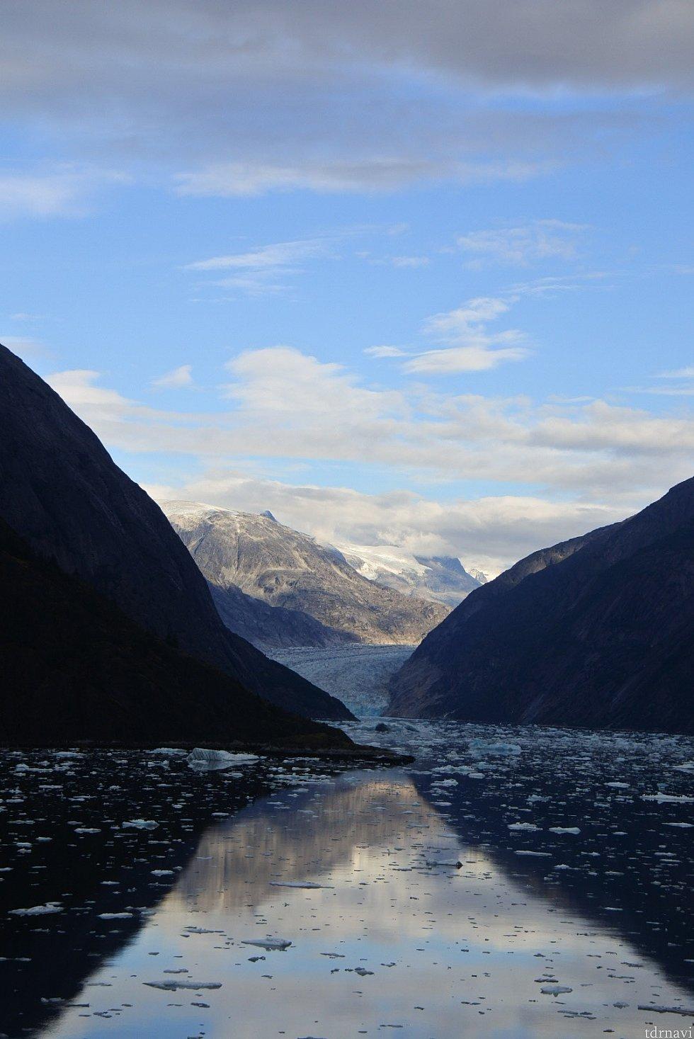 船の先頭からの眺め 氷河の塊の近くまではいけません。