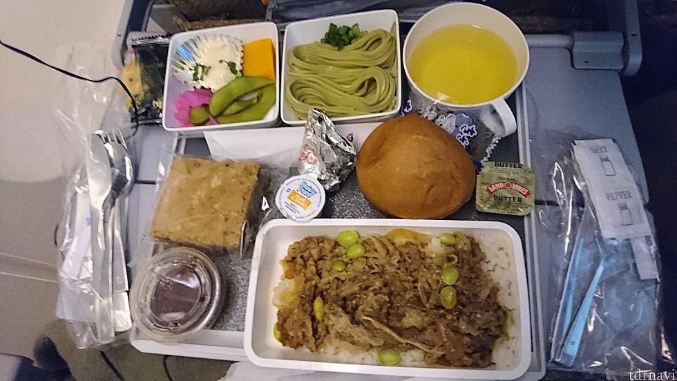 ロサンゼルス→成田 2回目機内食 和食 茶そば、焼き肉丼
