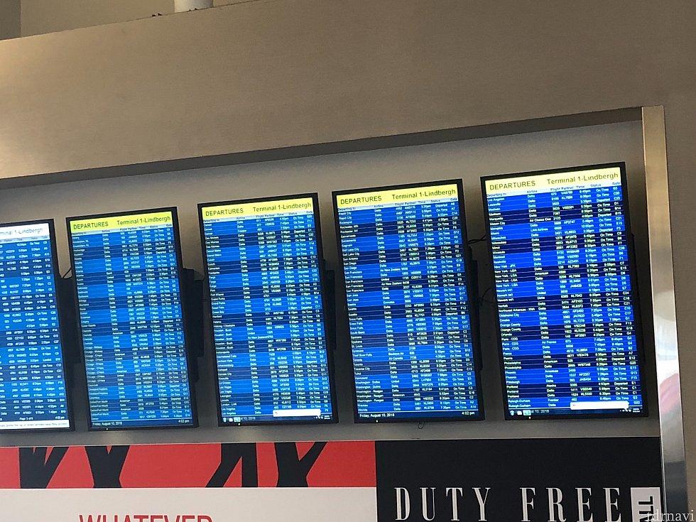 空港の時刻表テレビ