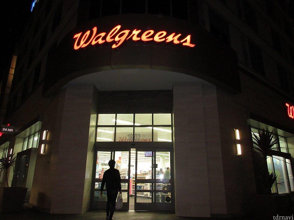 お土産達が面白くてテンションが上がったので続いてWalgreensへ