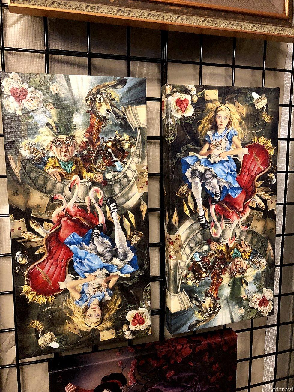 こちらのアーティストはまた画風が特徴的です。同じアリスの作品を上下逆さまにして並べてあります。