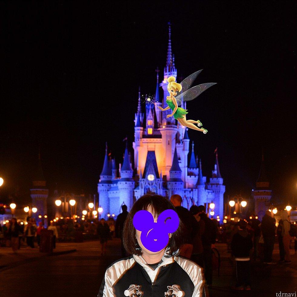 お城前には、フォトパスカメラマンがまだ何人かいました。 最後にマジックショット! 嬉し〜い♬ やっぱり締めはマジックキングダムですね!