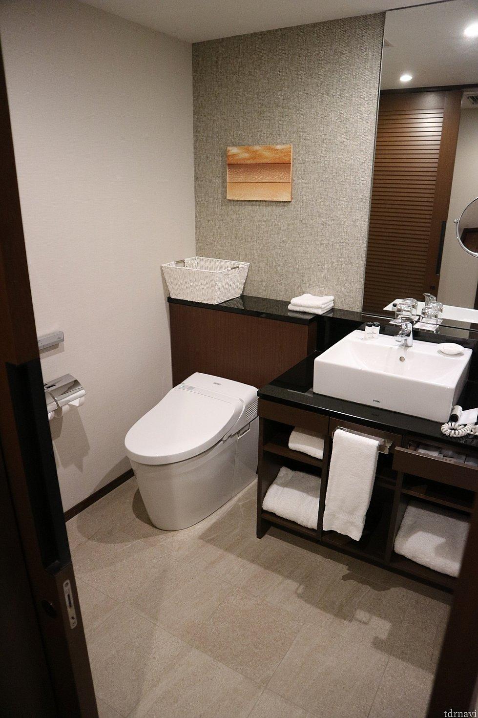洗面台とトイレ