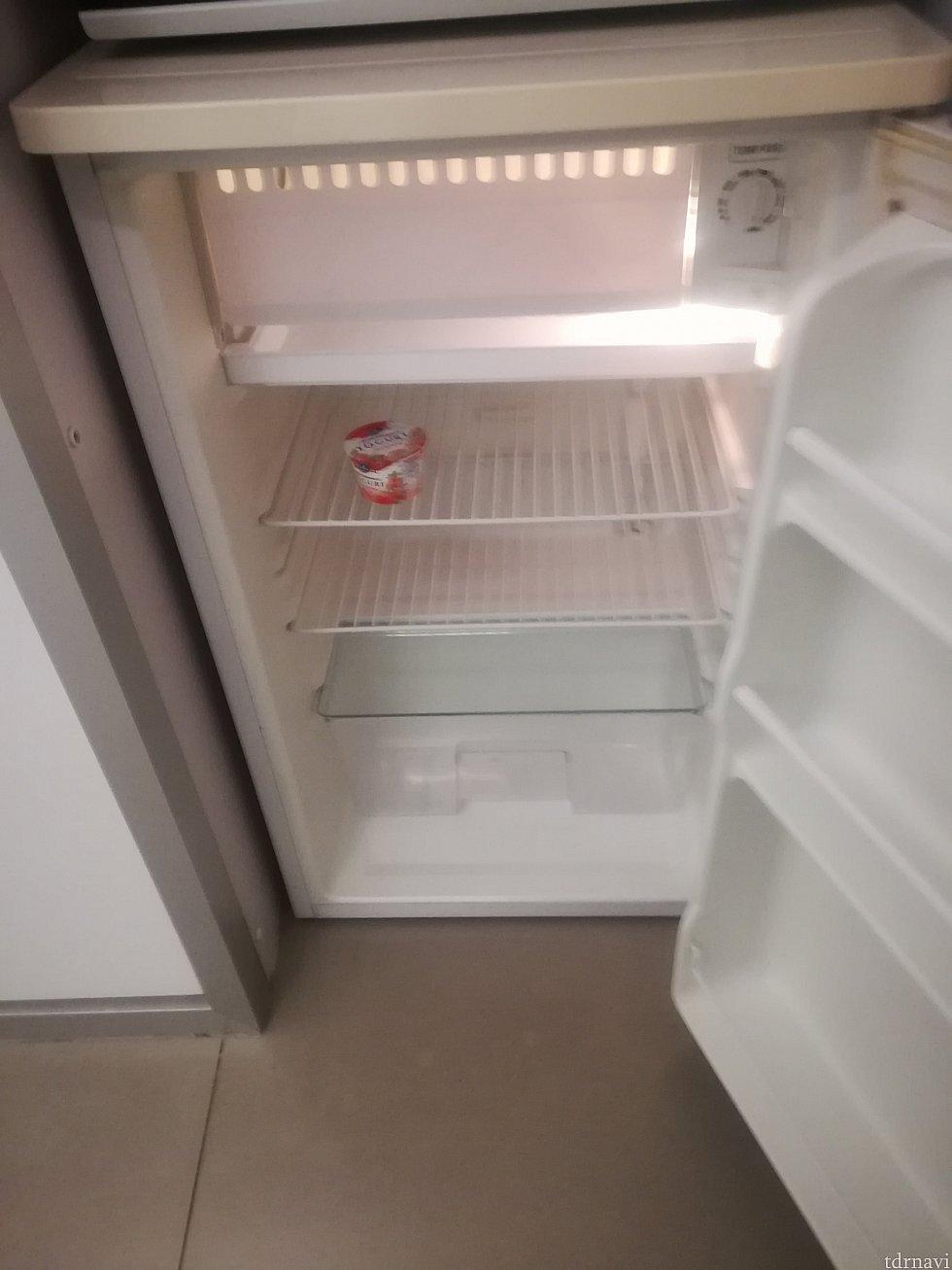 大きい冷蔵庫。 飲み物たくさん入れても余裕!