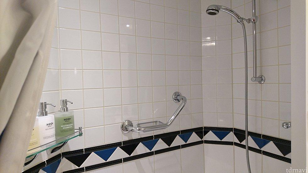 シャワーは水量はちょっと少なめかな?と思いましたが、熱々のお湯もすぐに出ますし、あまり気になりませんでした😁