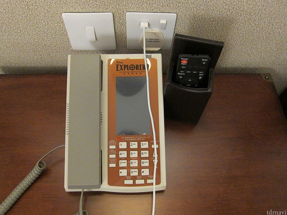 電話もホテルオリジナルデザインです。