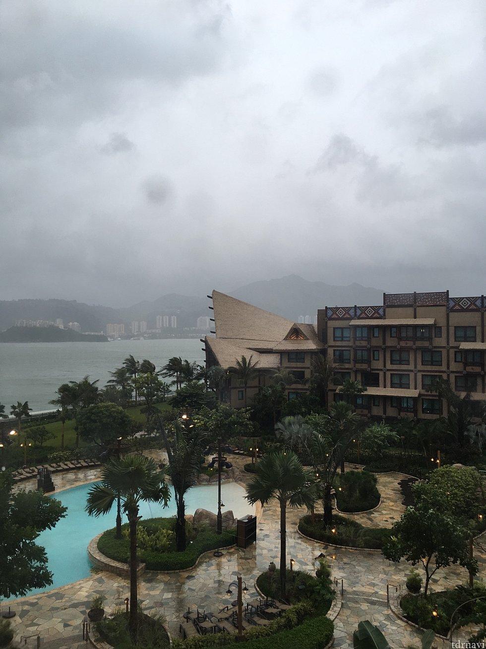シグナル10直前の部屋から見た様子です。このあと暴風雨が強まりました。