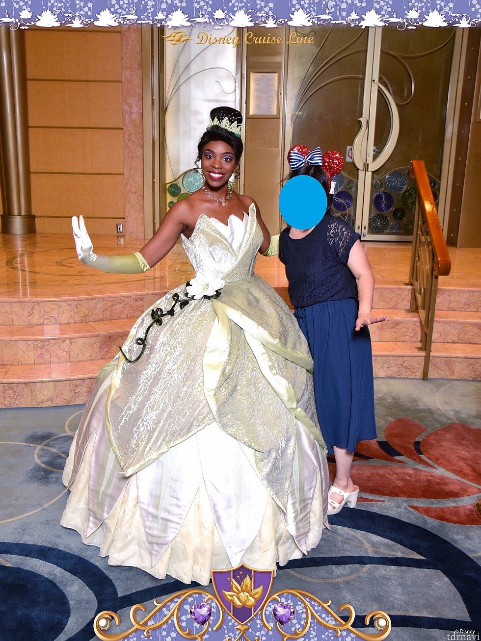 一緒にパチリ!ティアナのドレス、すごく豪華でずっと見ていられます💕