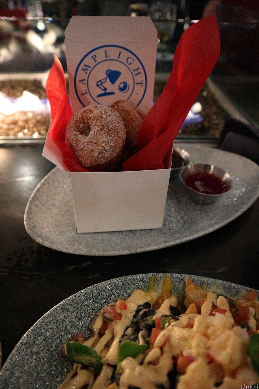 Donut 🍩$9