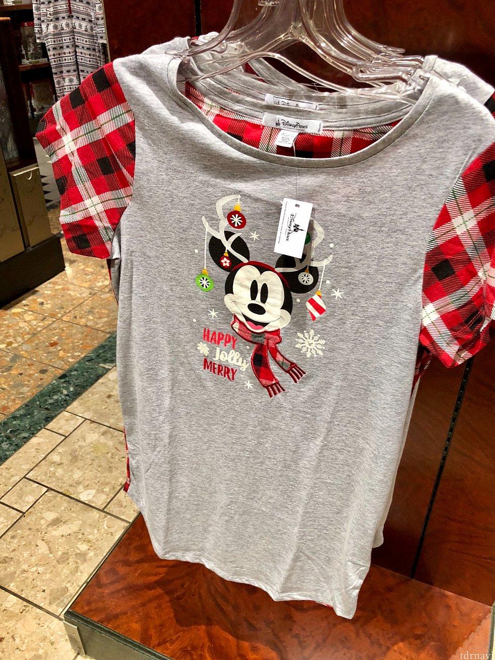 レディース用のナイトシャツというそうです。裾が長いみたいです。$34.99