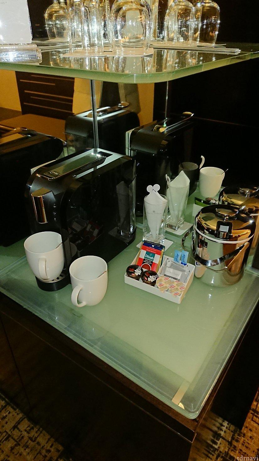 デラックスルームだったのかコーヒーマシンが置いてありました。いつもはインスタントのみ。