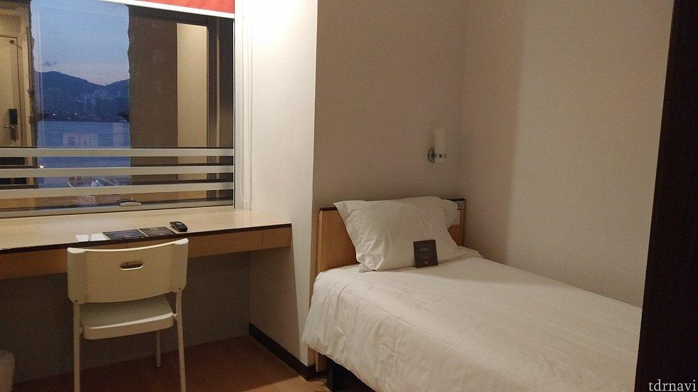 香港のホテルにしては珍しく、スーツケースを広げても余裕があって◎