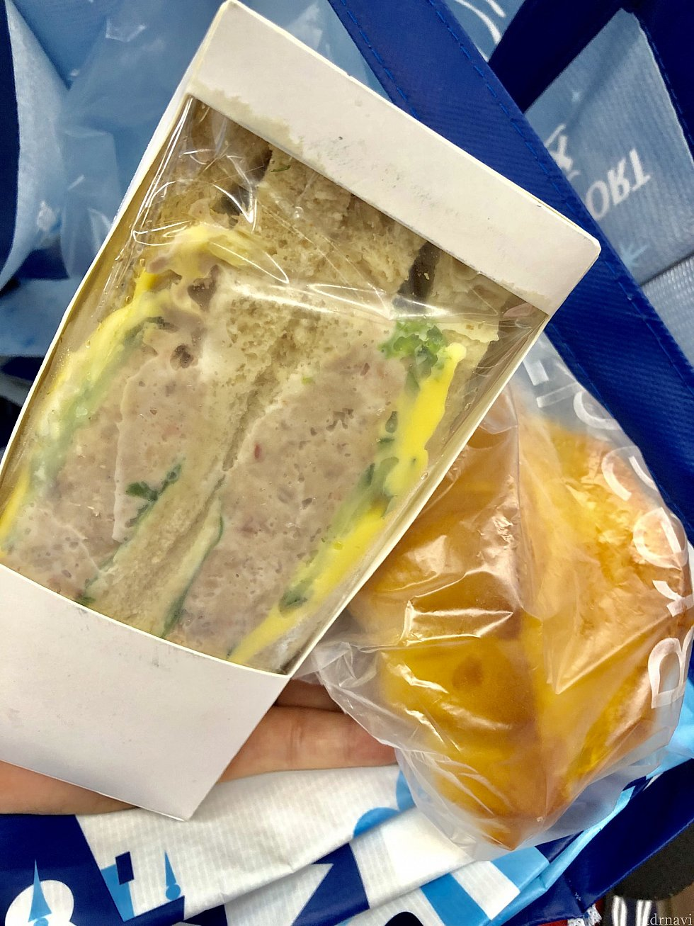 ツナサンド(22元)はボリュームたっぷり!塩パン(11元)は無難な感じ