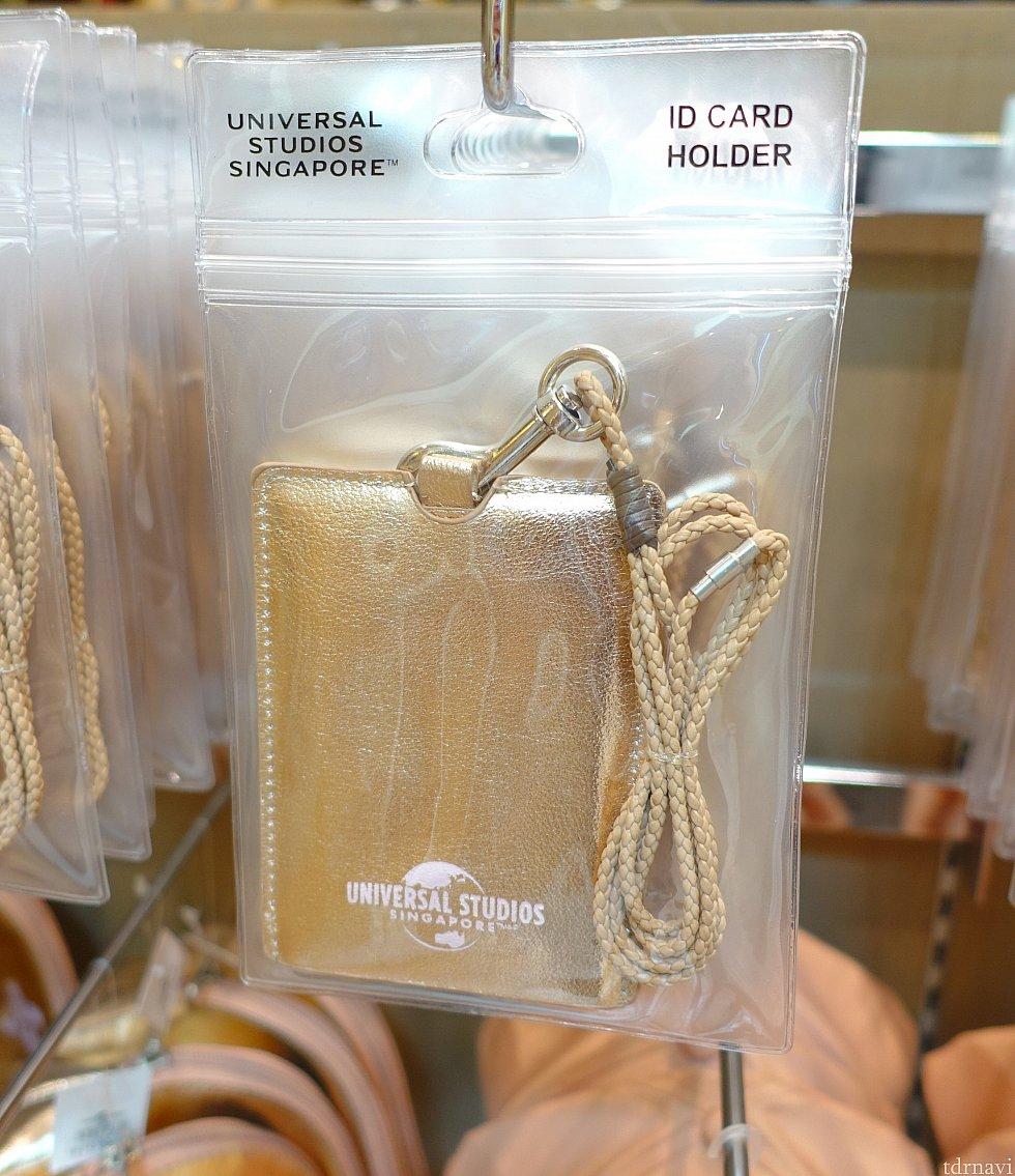 ゴールドなパスホルダー。店員さんが袋から出して紹介してくれました。 16ドル(SGD)