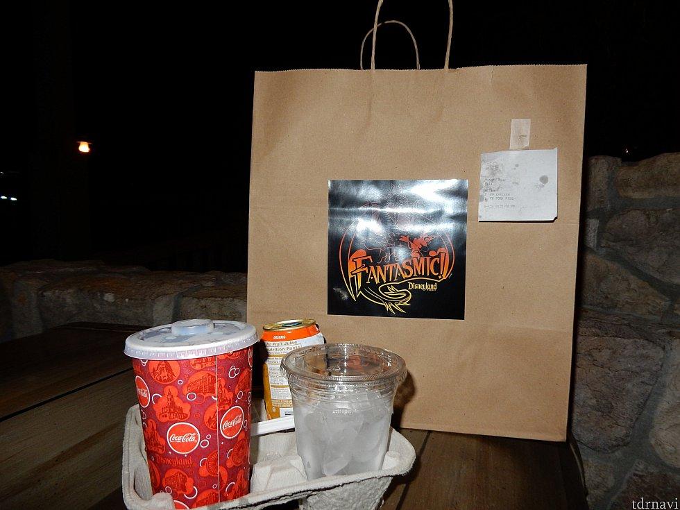 このような形で渡されます!(2人分) 大きな袋で、でも飲み物は袋に入らず、かさばってなかなか持ち運ぶのに不便です😂💦