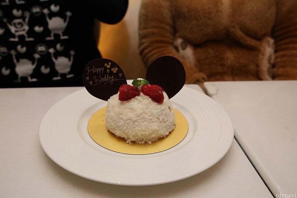 ケーキにはメッセージがお二人の幸せが永遠に♪♪幸せになってくれよな友よ♪ by 気志團