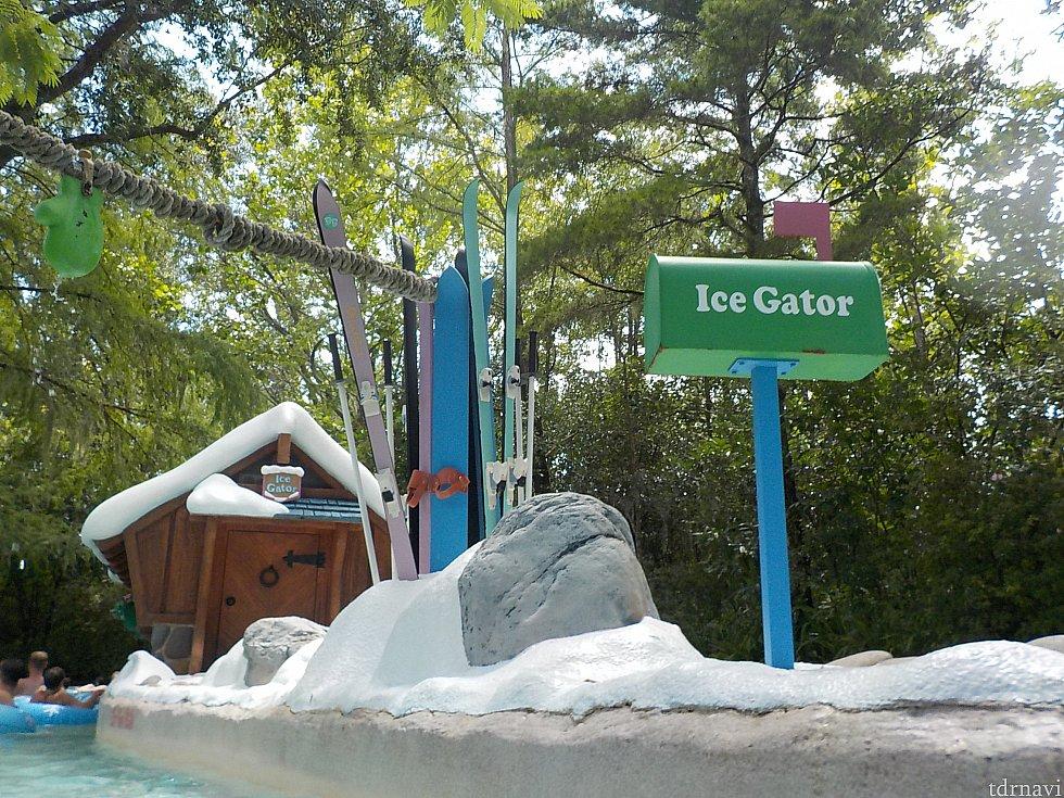 アイスゲーター君の家のようです。スキーウェア板もあります。