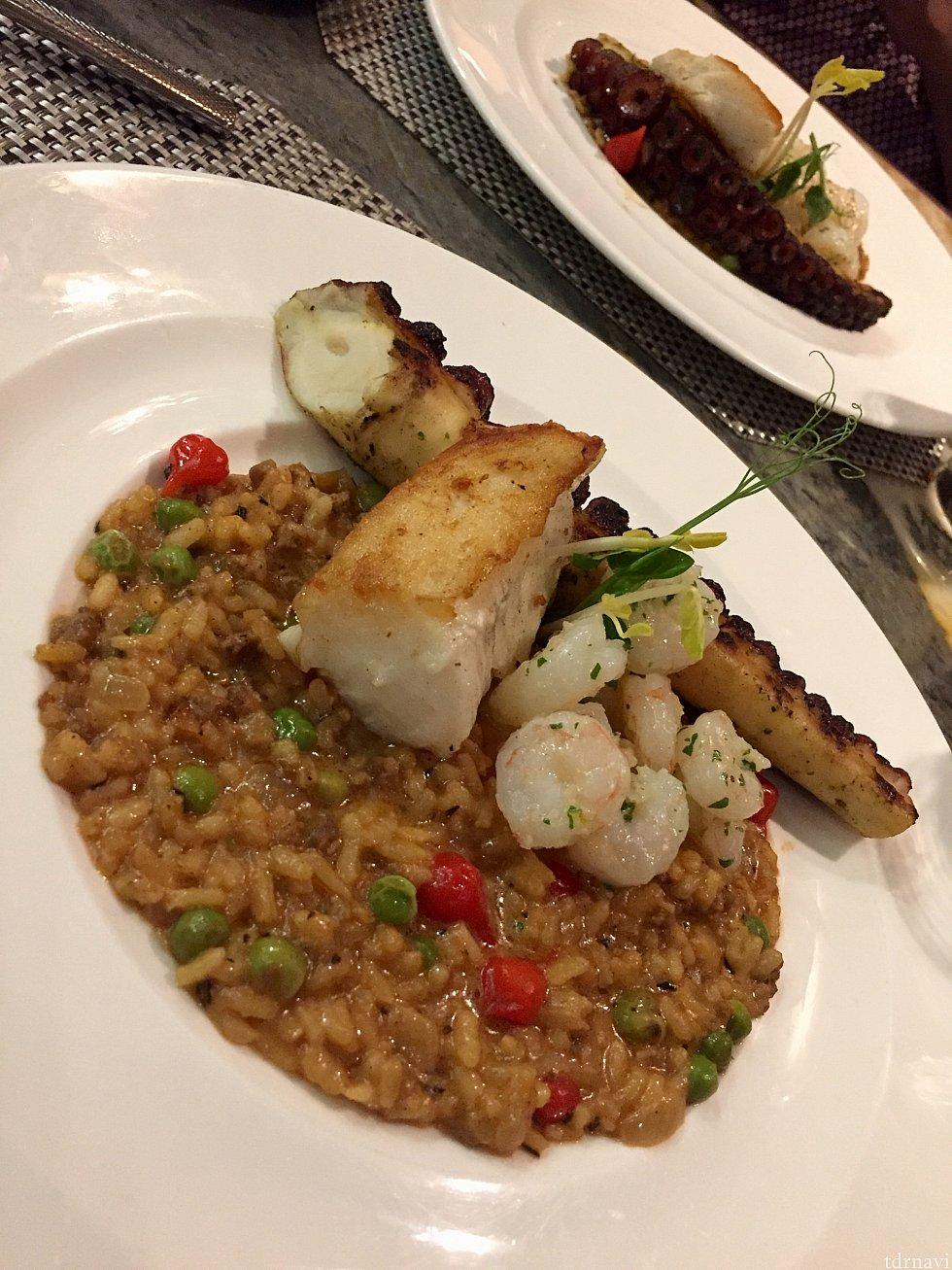 そしてメインディッシュの「Wood-fired Spanish Octopus, Chilean Sea Bass, and Key West Shrimp」実はこのディッシュ$48するんですが、メインよりも添えてあるリゾットの方が遥かに美味しかったです。