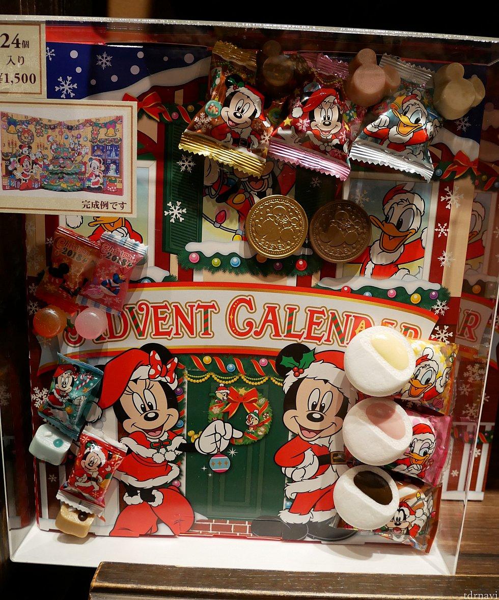アドベントカレンダーの表紙 こんなお菓子が入ってるんだー!イブはマショマロだといいなー😍と思いながら買って帰りました。