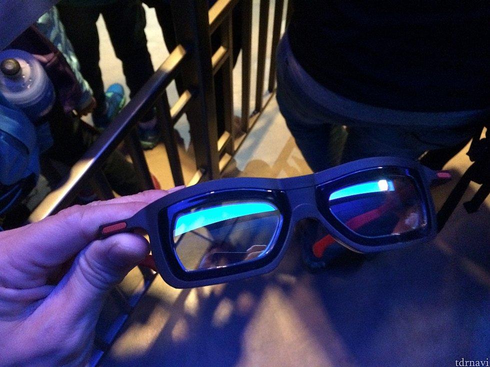 メガネはこんな感じ