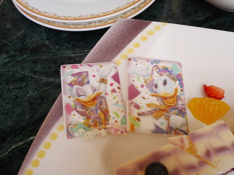 デイジーとドナルドも食べられます!砂糖菓子って感じで甘かった!
