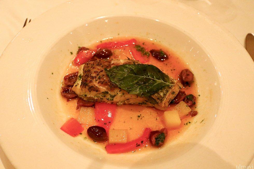 メインをお肉にしがちなので、お魚にしました。やはり海の上なだけあってお魚はとても美味しいです。