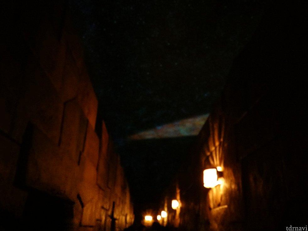 遺跡のような天文台を抜けるとそこは別世界!