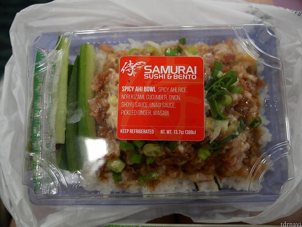 【ホノルル空港】寿司を扱うお店でサムライ寿司弁当を買いました。マグロにピリ辛マヨネーズをあえたものが乗ってました!寿司と言えるかは分からないけど、日本人には食べやすい味かと!
