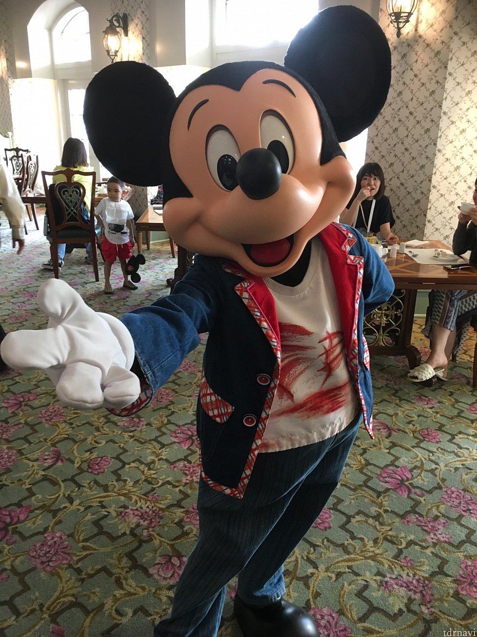 ミッキーは確かシャツに描かれたのが香港ならではの船・サンパン船だったかと