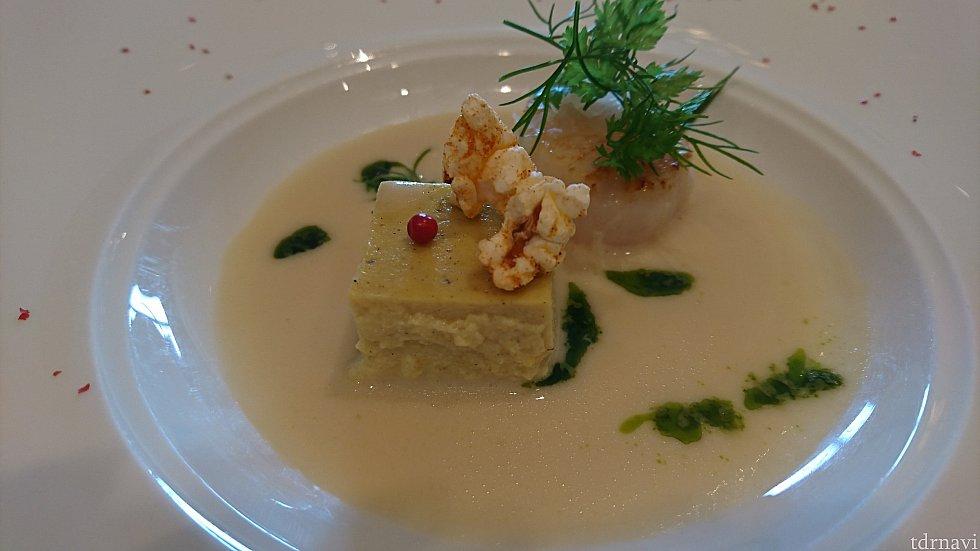 帆立貝のソテー 焼きトウモロコシのフラン  オニオンクリームスープと共に