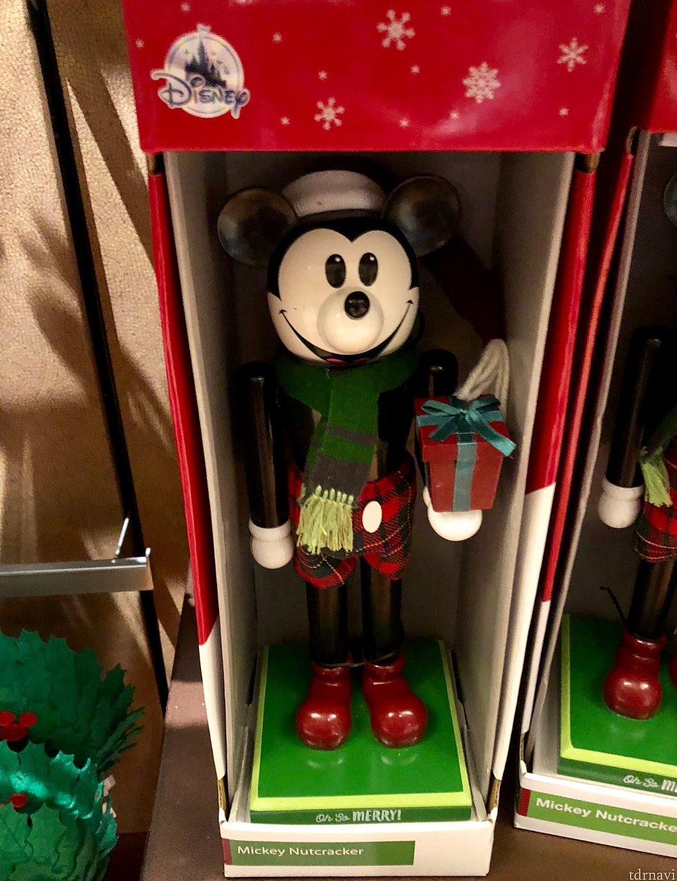 ミッキーのくるみ割り人形。ミニーもあるようです。$54.99