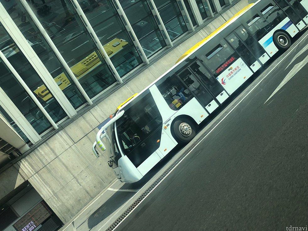 こんなバスで移動でした!