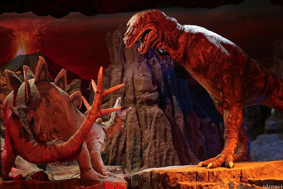 恐竜のシーンは日本より長い気がしました。