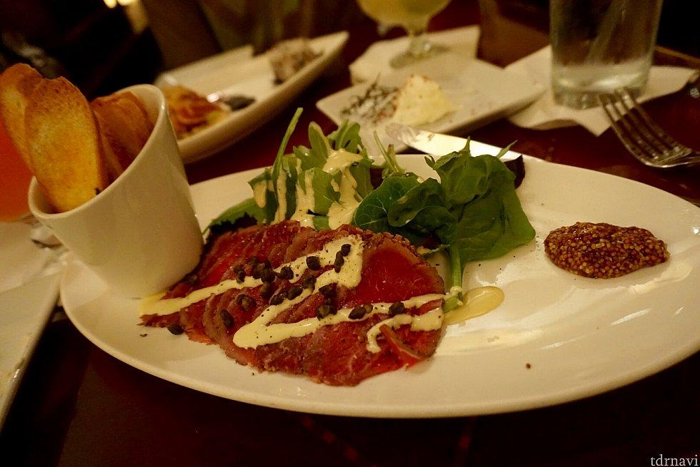 もうひとつのアパタイザーBeef Carpaccio は通常$17で、なかなか上品な味でした。