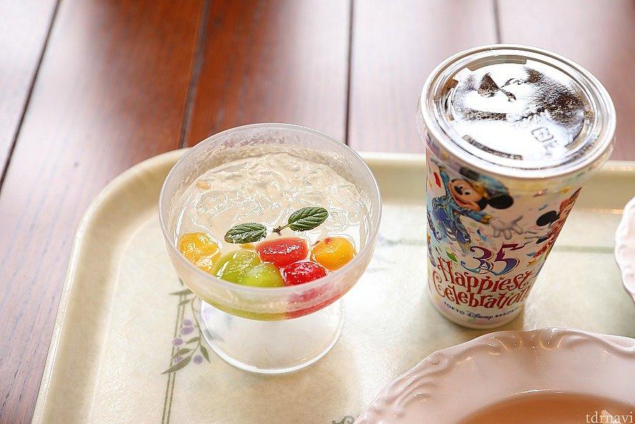 デザートの レモンゼリー&フルーツ ミントの葉も添えてあり清涼感抜群です! これから迎える暑い日にまた食べたいですね♪