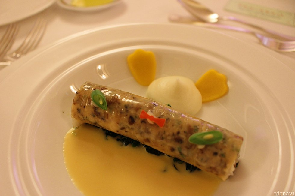 湯葉で包んだ真鯛のスチーム サフランクリームソースとポテトのエスプーマドナルドイメージ★