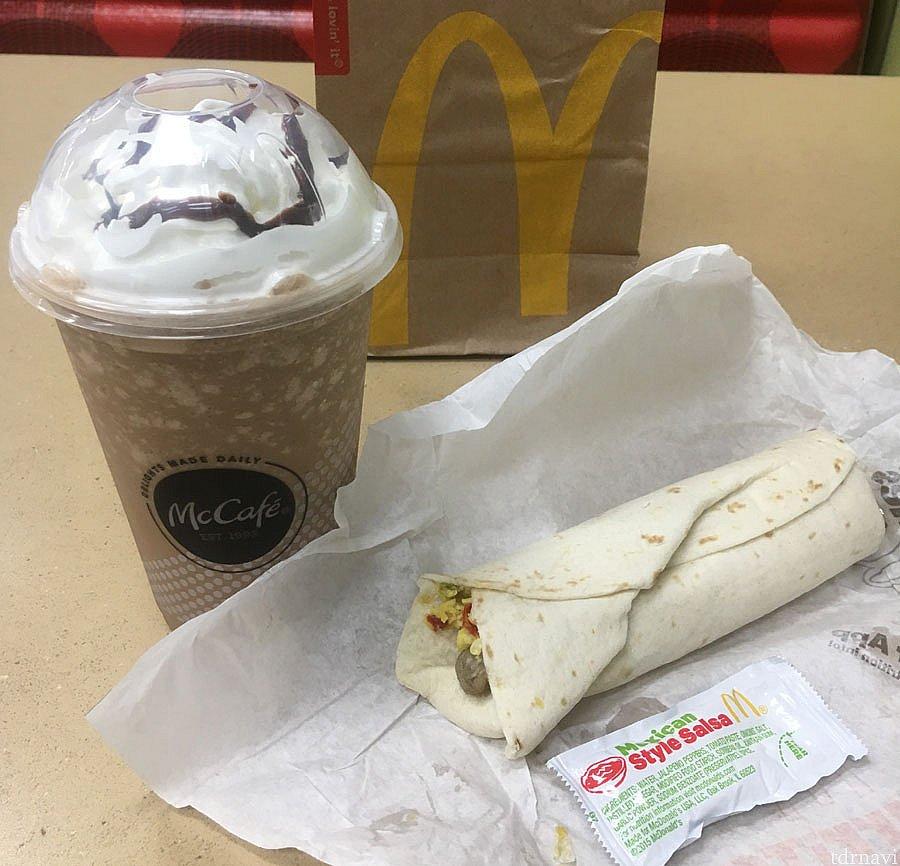 何か買ったらマックカフェ無料クーポンで、ソーセージブリトー(1ドル)を買ってマックカフェ無料。