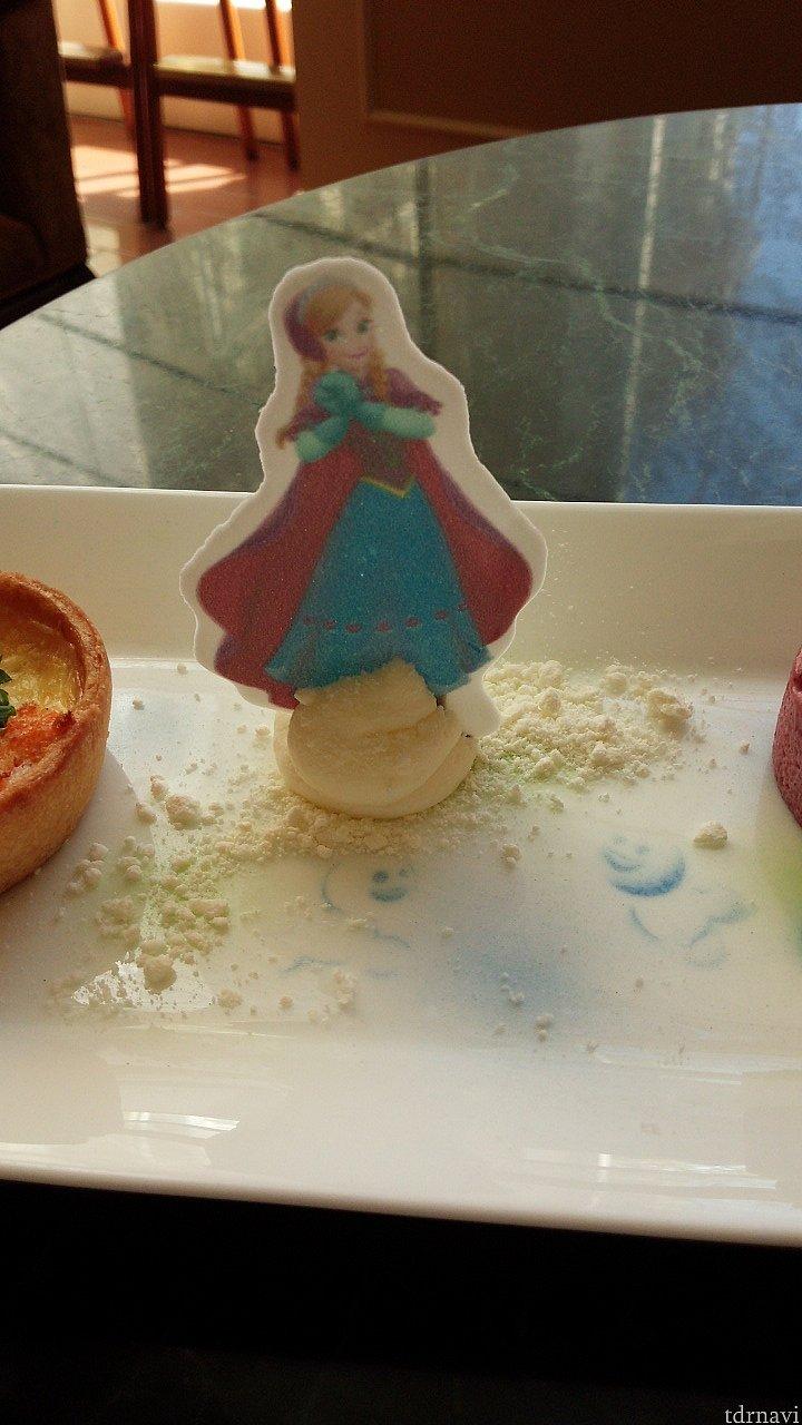 砂糖菓子で出来ているアナも食べられます(^-^)