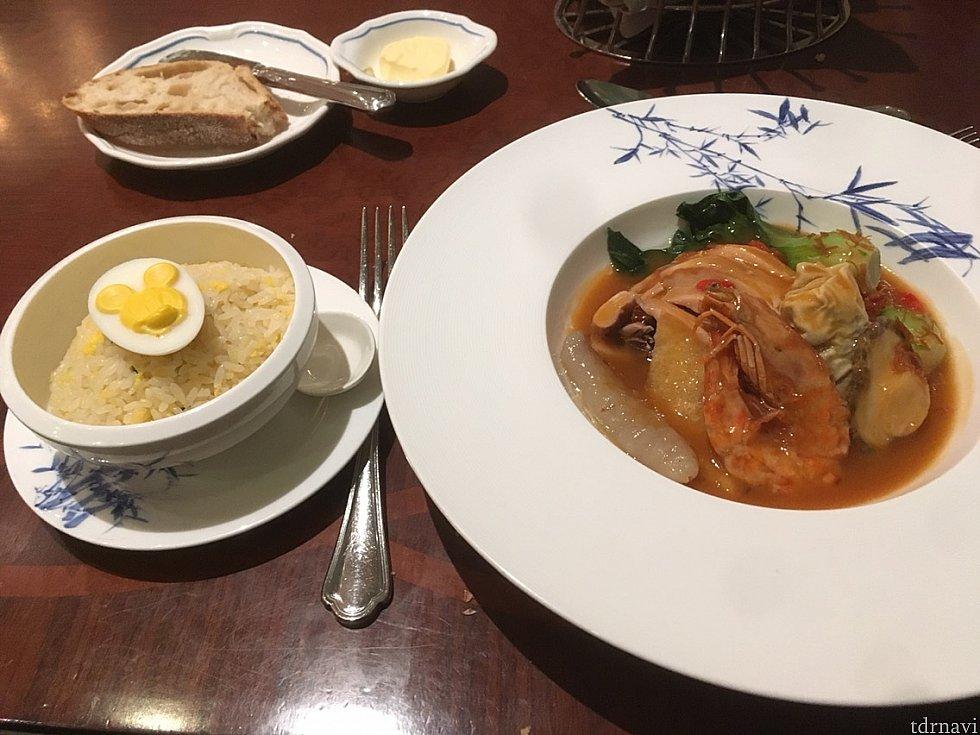 【メイン1】お米食べたい&エビ大好きなのでこれにしたのですが、右のお皿が中華独特の苦手な味で少し辛かったです。ちょっと残しちゃいました。