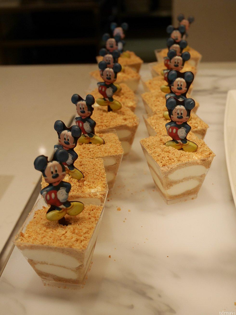 キャラのプレートが乗ってるデザートがいっぱい!