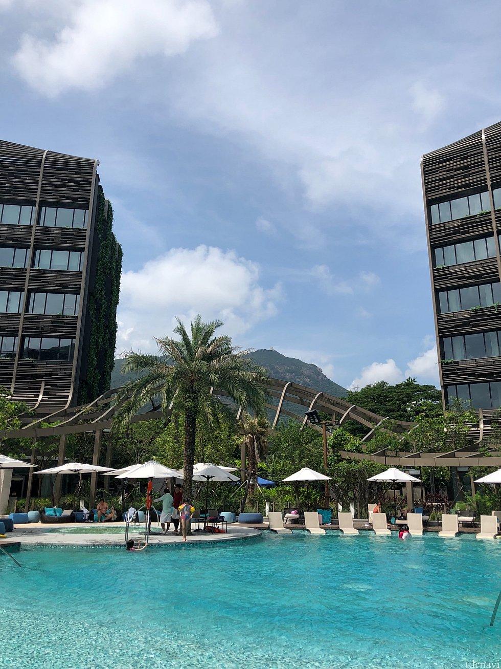 暑い香港、プールがとても気持ちいい。