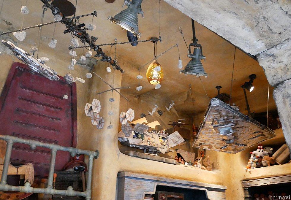お店の天井部分