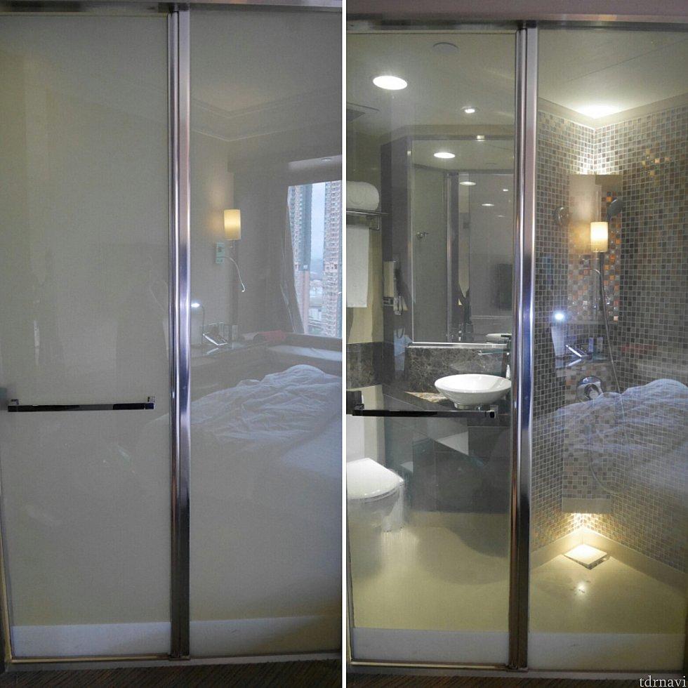 写真左側はボタンを押して曇りガラスにした時です。私はシャワーの時に閉塞感が嫌だったので、透明にしてました😅