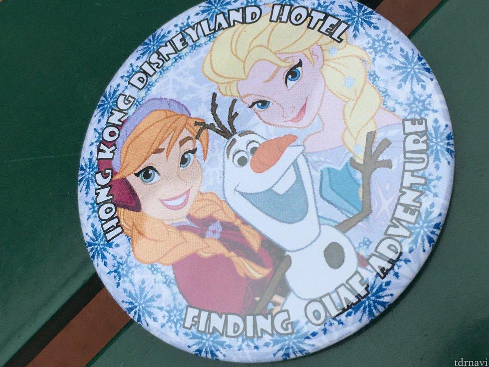 ゲームをクリアすると可愛いアナ雪の缶バッチがもらえます🤗 缶バッチに『FINDING OLAF ADVENTURE』と書いてありますね!これがこのゲームのタイトルのようです✨